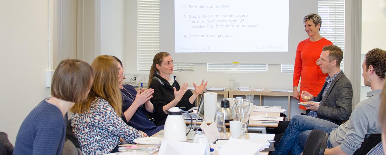 Anna Hejlsberg underviser på workshop
